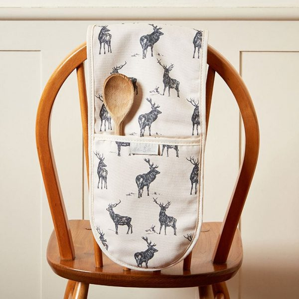 Milton and Manor Stag Parade oven gloves